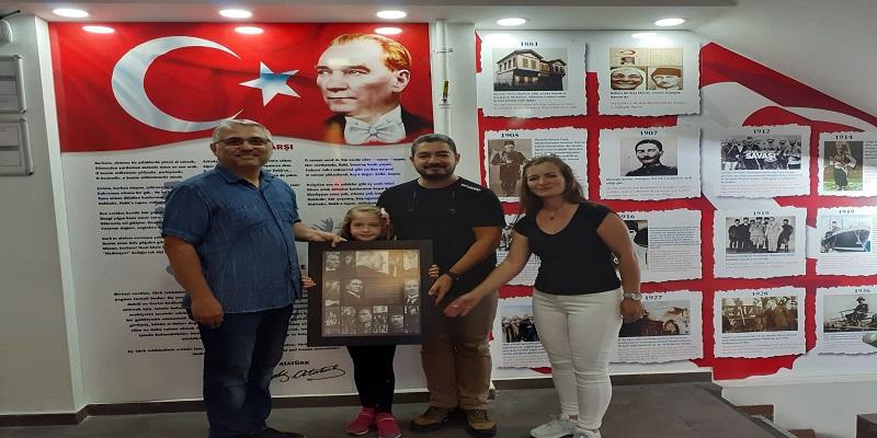 Atatürk'ün Gençliğe Hitabesi tablomuz, American Life Dil Okullarının Atatürk Köşesinde Yerini Aldı.